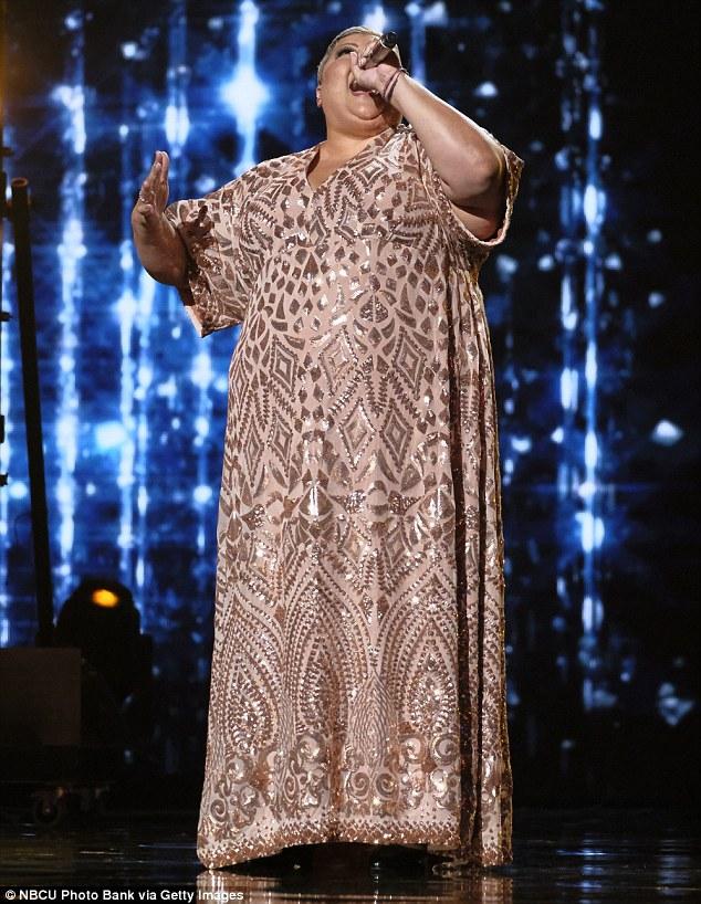 Voix puissante: Christina Wells a ouvert le spectacle avec une chanson rendue célèbre par Aretha Franklin