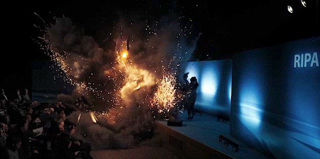Twist: In der letzten Episode von Bodyguard sah Richard Maddens Figur David Budd, dass seine Kundin und Liebhaberin Julia Montague bei der Schockexplosion am Ende von Folge drei gestorben war