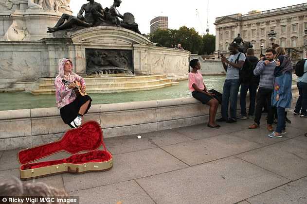 Impromptu concert: This, after the No Brainer singer perplexed fans busking to Tracy Chapman's 1988 hit song Fast Car while perched on the Victoria Memorial fountain outside Buckingham Palace on Tuesday