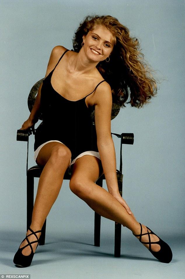 De retour dans la journée: Danniella est photographiée lors d'une séance photo au cours de ses premières années dans les EastEnders
