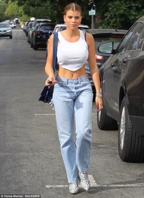 Sofia Richie flaunt abs in white-tee