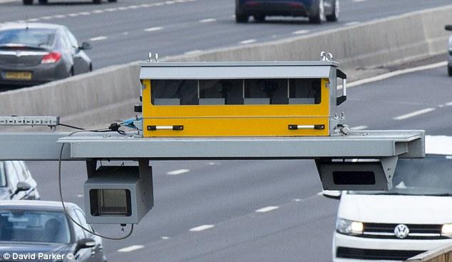 Gefälschte Nachrichten: Social-Media-Beiträge, die behaupten, intelligente Autobahnkameras auf der M1 und der M25 seien Fahrer, die 2 km / h über dem nationalen Tempolimit fangen, wurden von Verkehrsverbänden missbraucht