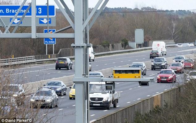 Kameras auf intelligenten Autobahnen können jederzeit einsatzbereit sein und Autofahrer fangen, wenn keine variablen Grenzen gesetzt sind. Dies ist jedoch nicht bei allen Routen der Fall