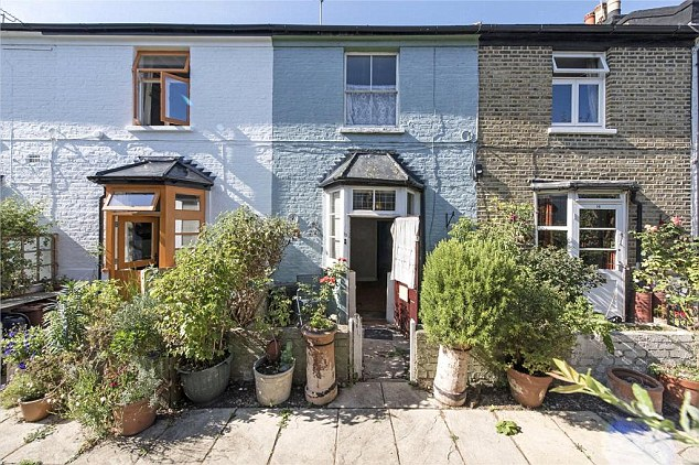 London home sellers accept on average £24,500 less than their asking price