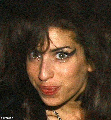 Wake Up Girls Wallpaper Tearful Amy Winehouse Faces Police Probe Over Crack