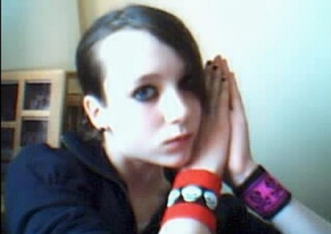 Girl 13 Hangs Herself After Becoming Obsessed With Emo