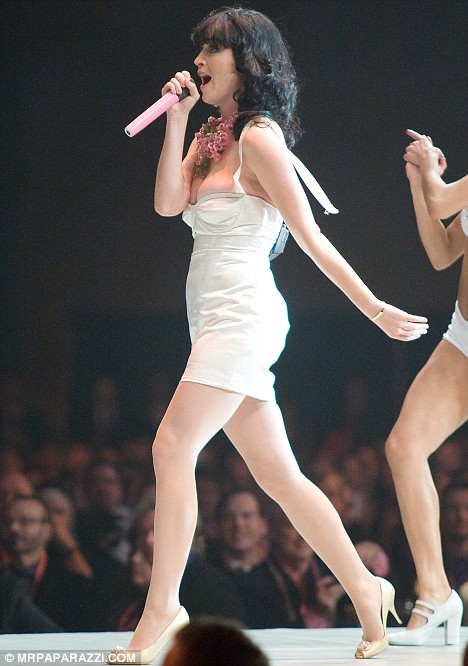 Katy Perry had an unfortunate fashion accident as the strap on her dress came off