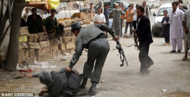 Police drag out the drug addicts in Kabul