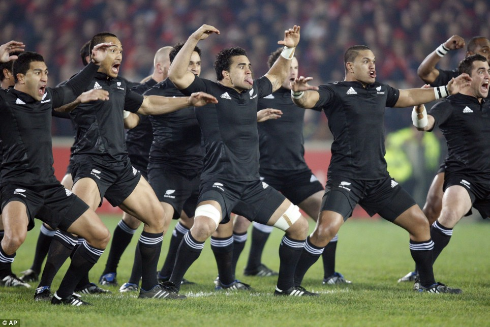 VIDEO Munsters former All Blacks launch their own preemptive haka  Daily Mail Online