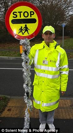Council Scrooges Ban Lollipop Mans Tinsel Daily Mail