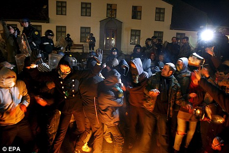 Protesters clash with police in Reykjavik during a demonstration against the Icelandic government's handling of the country's financial crisis