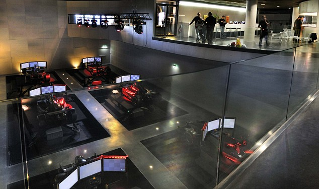 Think You Can Beat Lewis Hamilton Then Head Over To The F1 Racing Simulation Centre Daily