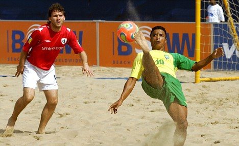 Beach soccer world cup 2005. Eric Cantona And Other Top European Footballers Will Head To Butlins For The Beach Soccer Euroleague Daily Mail Online