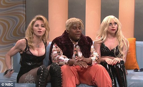 Diva Oreo: Kenan Thompson In The Middle Of A Diva Sandwich