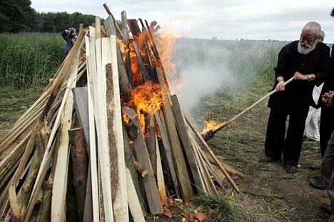 Hindu Davender Ghai wins openair funeral pyre battle
