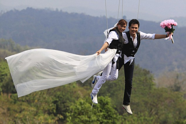 High Do Couples Tie The Knot In Flying Wedding
