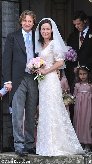 David Cameron takes a break for his sisters wedding