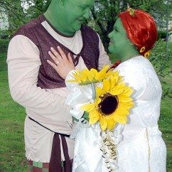 Wedding Chair Covers And Bows South Wales Home Depot Beach Chairs Fairytale As Movie Fans Tie The Knot Dressed Shrek Green Tracey Viv Williams Shunned A Traditional Instead