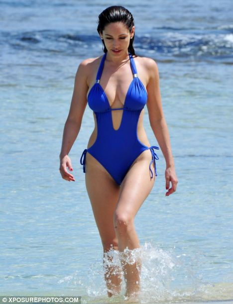 Kelly Brook Has A Body That Fascinates Both Sexes