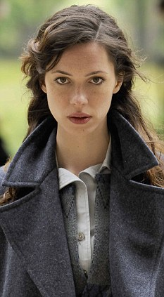 Autumn Old Car Wallpaper Rebecca Hall Is A Girl With Real Spirit But A Diva She Is
