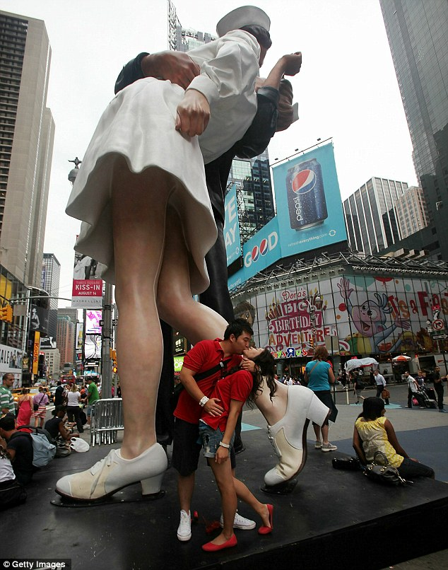 Anniversary: Americans will celebrate VJ-Day with a 'kiss-in' at the statue in Times Sqaure, New York