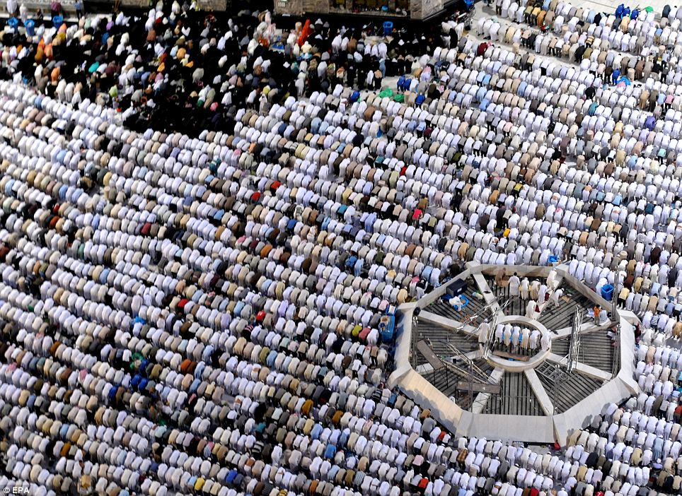 A general view shows worshippers praying during Laylat Al-Qadr,  the 27th night and holliest night of the Muslim's fasting month of  Ramadan, in Mecca