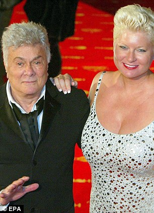 Tony Curtis Dies At 85 Daily Mail Online