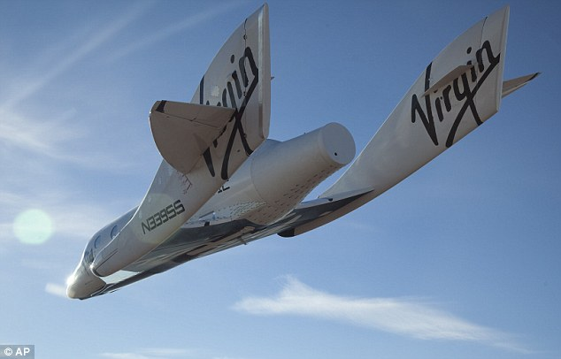 Virgin Galactic SpaceShipTwo glides toward the earth on its first test flight