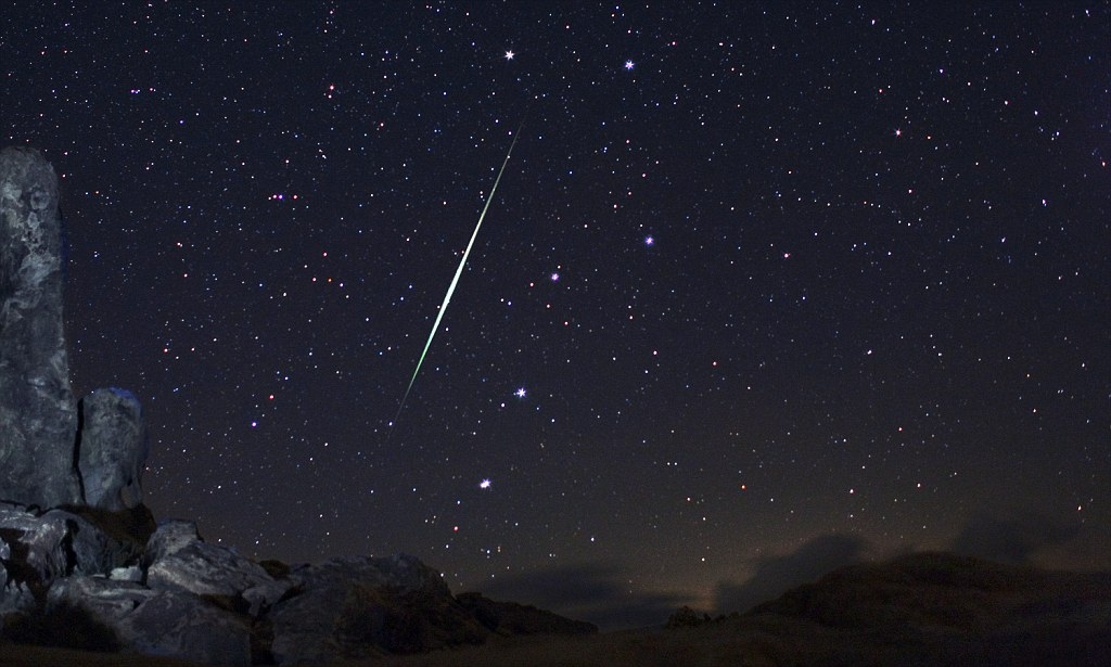 Meteor Falling Wallpaper Geminid Meteor Shower Set To Light Up The Sky With