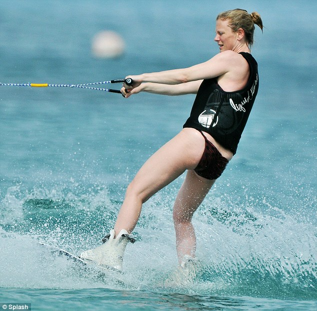 Wakeboard Girl Wallpaper Emilia Fox Shows Off Wakeboarding Skills And Her New Baby