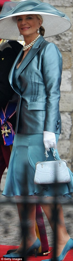 Princess Michael of Kent looked amazing in a Sophia Loren picture hat, Andrea Odicini teal skirt suit and Vanessa Noel shoes dyed to match. Love the white gloves