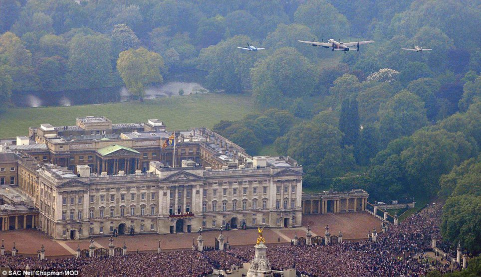Royal Wedding route A MILLION turn out to celebrate Kate