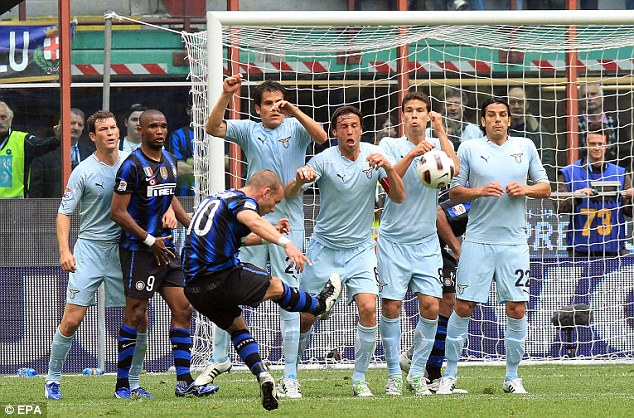 Image result for wesley sneijder free kick inter