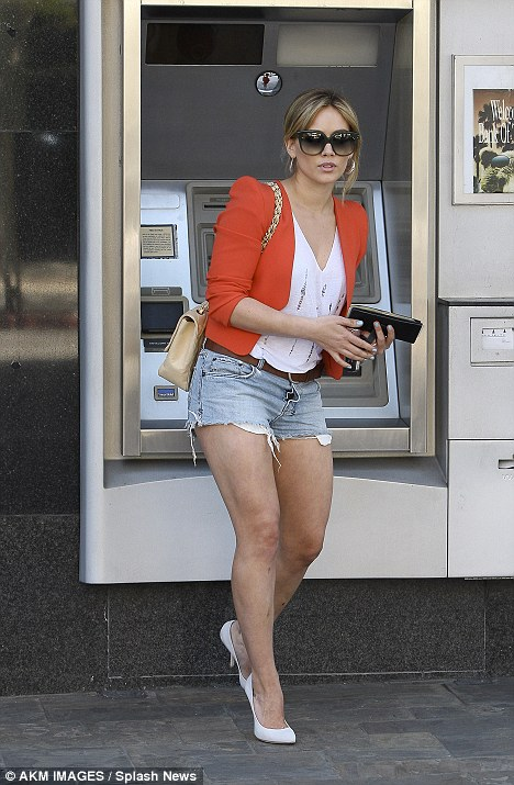 Cash Point 2011 : point, Hilary, Looks, Million, Dollars, Point, Daily, Online