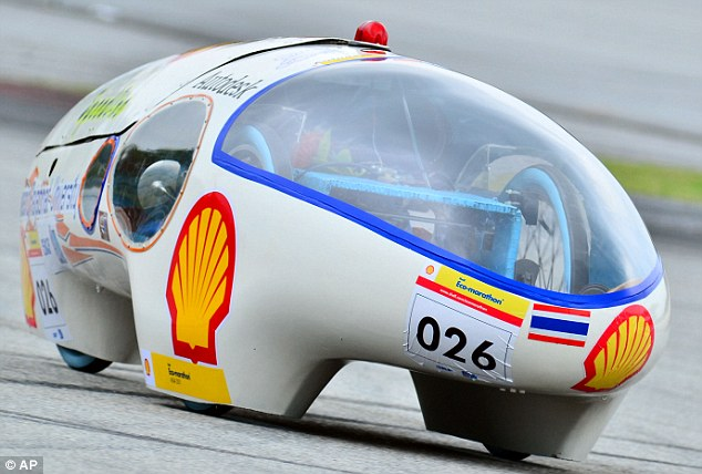 Lampang Rajaphat Universtiy from Thailand parade their space-age car