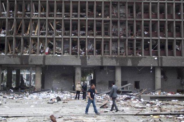 Destruido: La explosión en Oslo estaba fuera de una oficina del gobierno