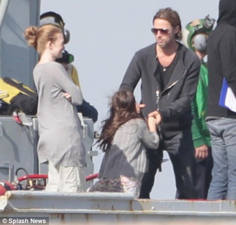 Jennifer Aniston Threw Brad Pitt Out After He Confessed His Love For Angelina Jolie Daily Mail Online