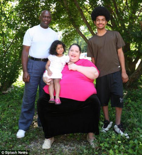 Familia feliz? Donna Simpson con Philippe Gouamba antes de su separación, y sus hijos Jacqueline y Devin