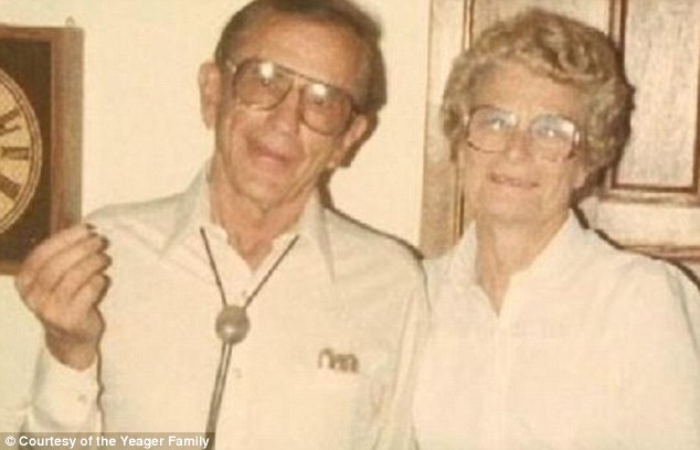 article 2051047 0E72DBCC00000578 574 634x408 Gordon and Norma Yeager married for 72 yrs die an hour apart holding hands
