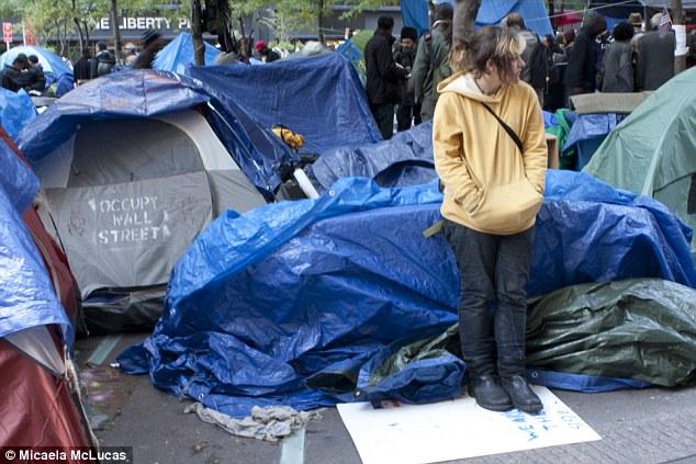 No se está moviendo: Muchos de los manifestantes dicen que no se irá del campamento en Nueva York, pero que aún está por verse ya que las temperaturas paso este invierno y la nieve comienza a caer