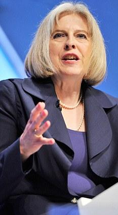 Propuestas: Theresa May es para dar a conocer un plan para acelerar el proceso de eliminación de matones extranjeros implican en el crimen de pandillas británica