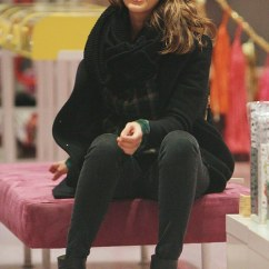 High Chair On Sale Foldable Gym Jessica Alba Takes A Break From Her Daughters To Browse Racks With Girlfriend | Daily ...