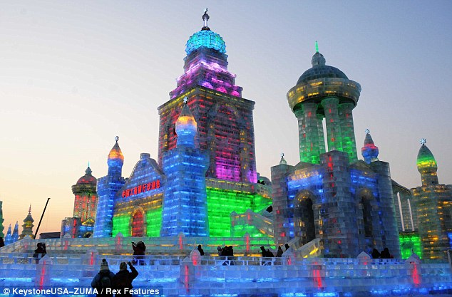 How did they do that? This impressive skyline was made from blocks of ice measuring up to three feet wide