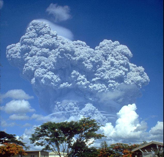 Monstruo: La Laacher Ver volcán es similar en tamaño a la del Monte Pinatubo, lo que provocó una caída de 0,5 º C en la temperatura global que estalló en 1991