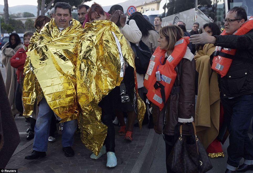 Les passagers arrivent à Porto Santo Stefano