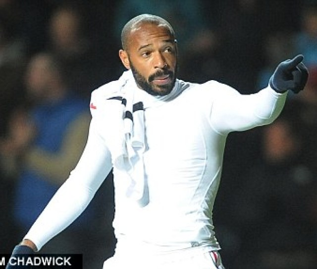 Spat Henry Reacts Angrily To An Arsenal Fan In The Crowd At Swansea