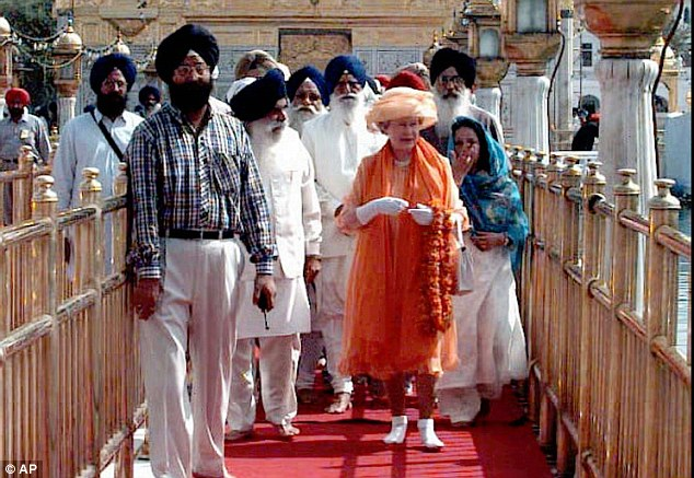 queen-elizabeth-golden-temple
