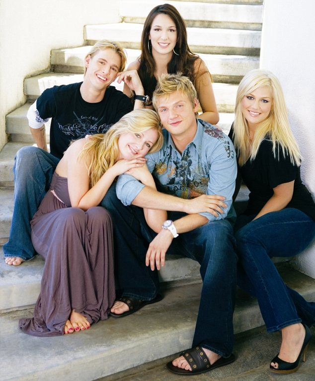 Tragic loss: Leslie Carter, seen far right, has passed away at the age of 25. She is seen with her siblings from left to right, Aaron, Angel, Bobbie and Nick