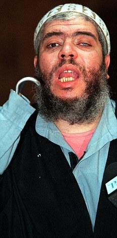 Garfio predicador del odio: Abu Hamza fue encarcelado por decir a sus seguidores que matar a los no musulmanes se justifica