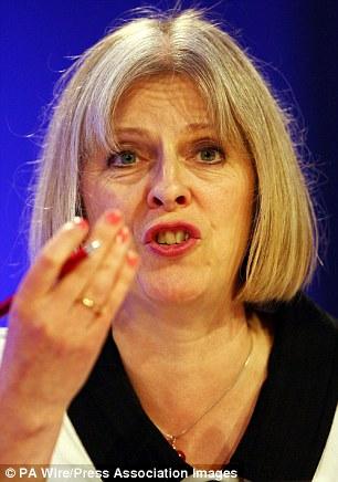 En las pruebas se afirmó que el secretario del Interior, Theresa May, no aceptó que la detención era ilegal Qatada.